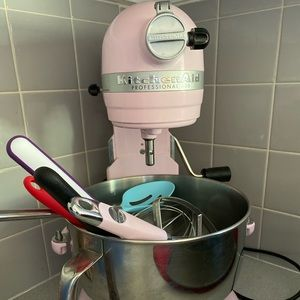 Kitchen Aid Professional 600 with accessories